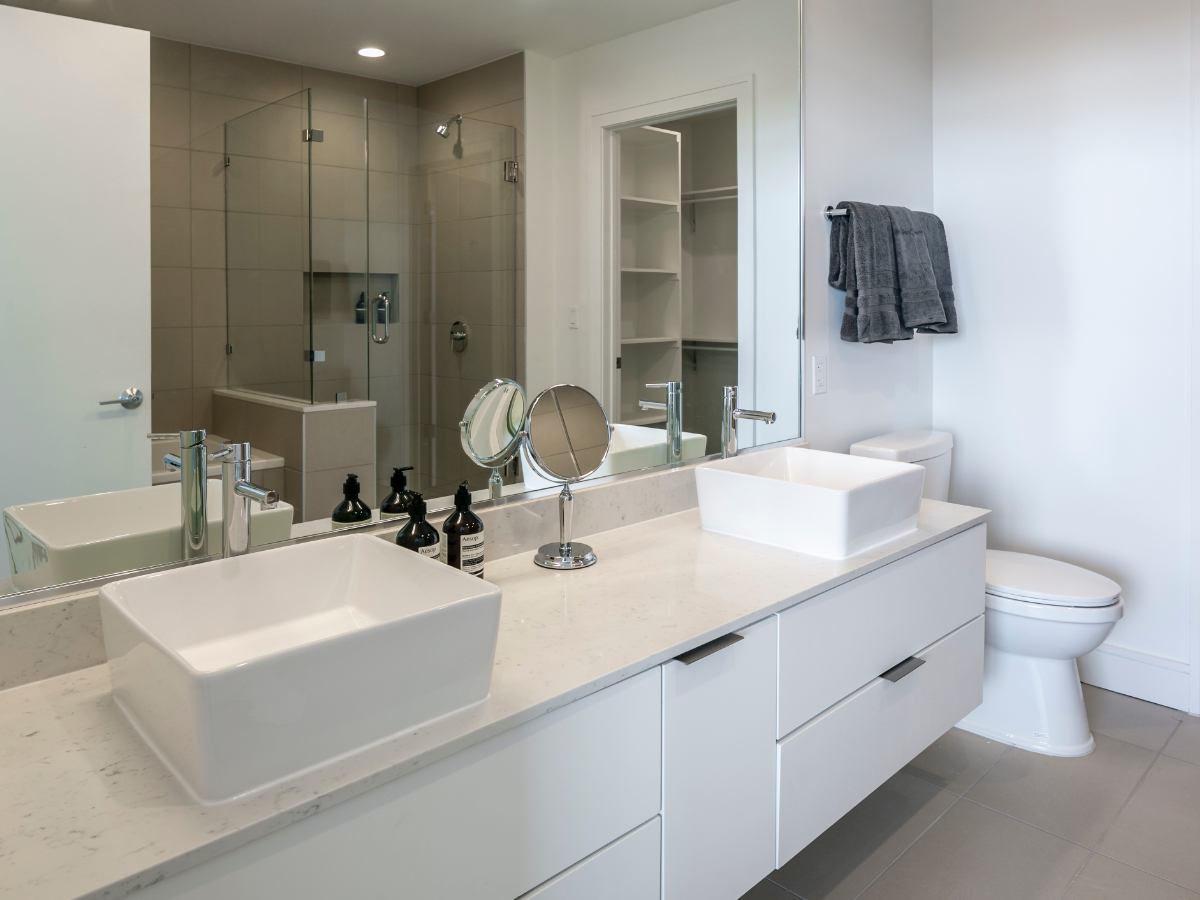 HOUS129 (D) Valentine's Day Incentives - Landing Page_Bathroom